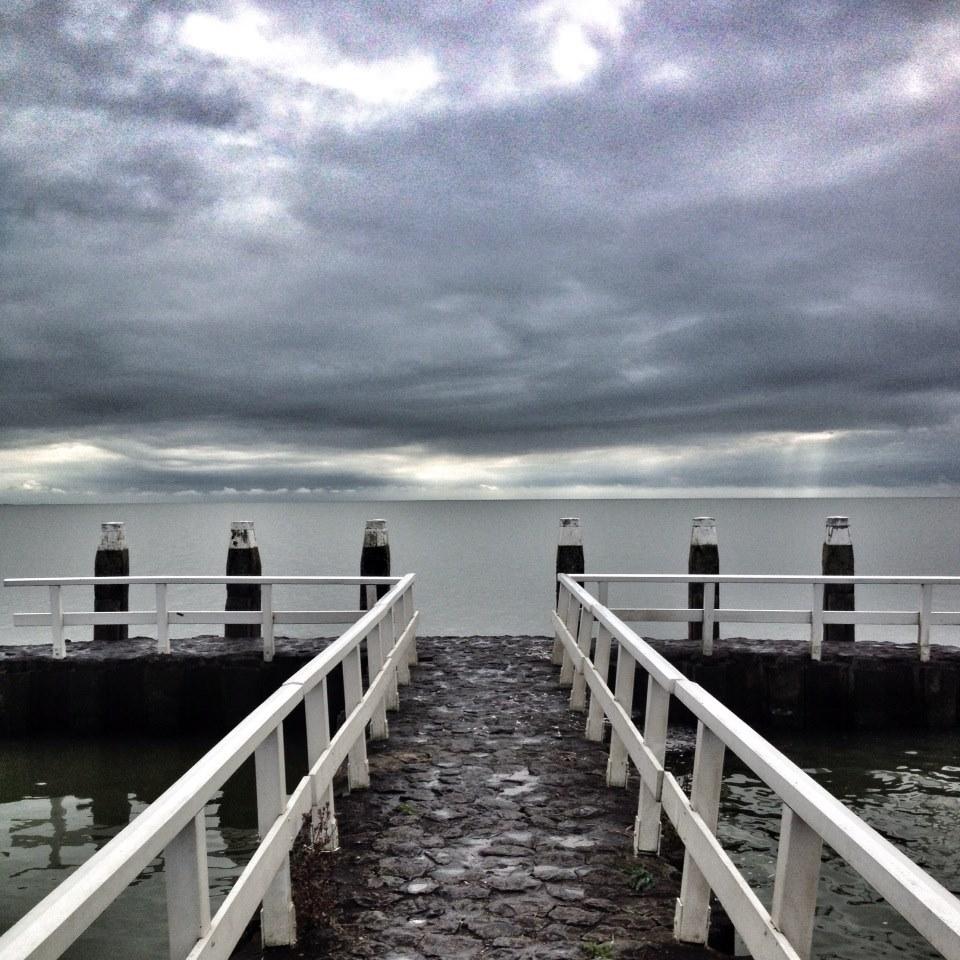 Het IJsselmeer, gezien vanaf het monument.