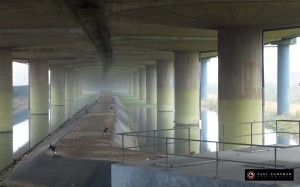 Under the Bridge. Foto op Aluminium